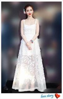 当章泽天和杨颖同穿吊带裙,终于见识到女星和豪门的差距有多大了