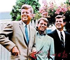 从左至右分别为约翰·肯尼迪、罗伯特·肯尼迪和爱德华·肯尼迪.-...