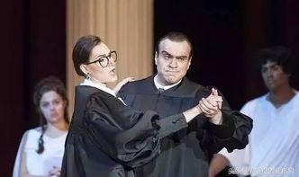 ▲歌剧中的斯卡利亚和金斯伯格