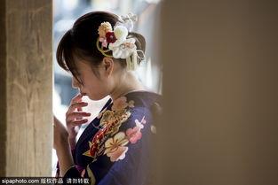 日本东京举办2018 成人节 少女穿和服自拍留念