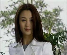后来杨童舒还出现在一部经典中,《十八岁的天空》,美术老师魏琳.