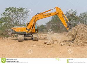 一个大挖掘机掘土工在新建工程站点运作编辑类照片. 图片包括有有效地 ...
