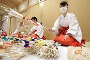 日本空姐转行做临时巫女,日薪最高达1万日元