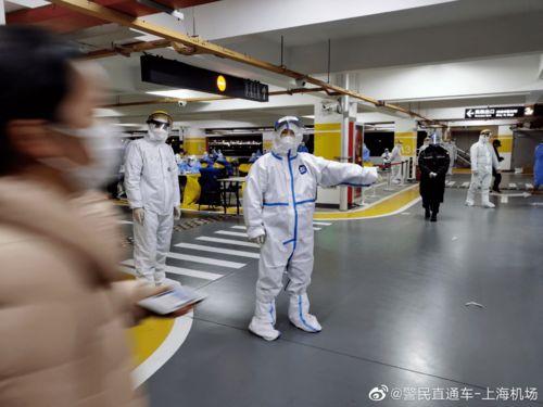 浦东机场组织所有相关人员连夜接受核酸检测.(