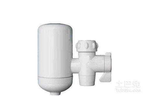 水龙头净水器主要是指能够直接安装在水龙头上面的微型净水设备/装置,在水龙头净水器上面有一个小小的过滤装置,当打开水龙头的时候,自来水经过水龙头净水器时,能够起到加单过滤、改善水质的效果.