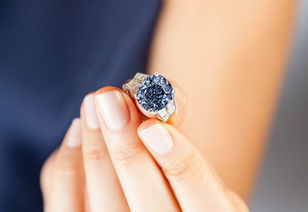 ...:9.54克拉蓝宝石钻戒被估价上亿-蓝宝石戒指 YOKA时尚网移动版