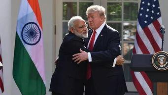 特朗普拥抱印度总理莫迪