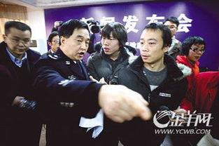 针对贵州关岭县警察张磊开枪致两村民死亡一案,安顺市政府方面称: