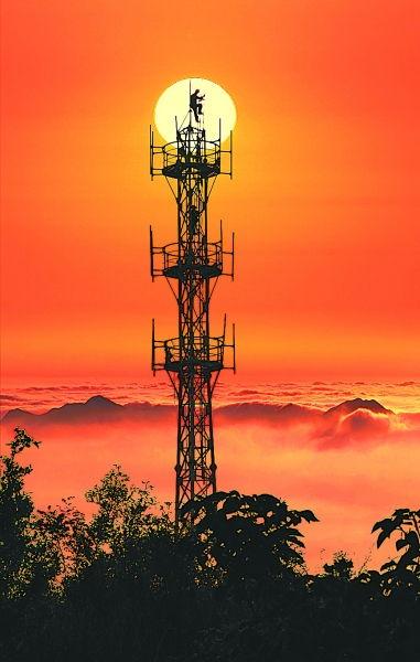 中国铁塔股份有限公司整合三大电信运营商的铁塔及相关附属资源,累计减少重复建设铁塔60.3万座,节省投资1073亿元,高质量推动4g、5g网络布局.