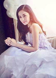 古力娜扎着淡紫纱裙唯美