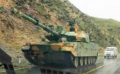 运上高原的35吨级的新式轻型坦克.(
