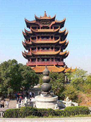 黄鹤楼嘉禧缘(能帮我概括地说武汉的长江大桥的黄鹤楼。)