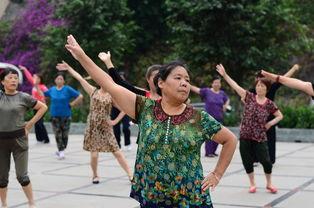 中国和日本退休老人的生活有什么不同看看两国街头,总算明白了