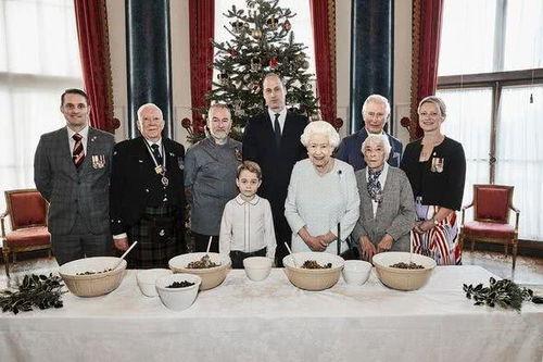 英王室公开四代同堂合照乔治小王子成团宠
