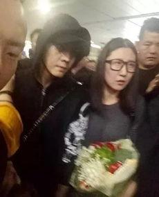 陈伟霆收到了这样一束花,粉丝实在太有心思,成都不是以火锅闻名