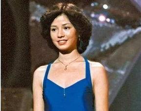 最早拍全裸写真的港姐,拒签TVB,入厕剧照被印成海报,今成这样