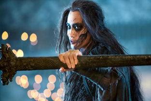 电影《三少爷的剑》中,燕十三为打败三少爷苦练八年,剑术出神入化.