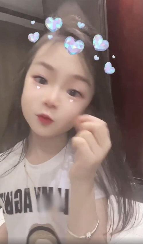 戚薇晒6岁女儿视频为其庆祝生日,lucky对镜比心卖萌超可爱