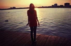 女孩在海边优美的句子