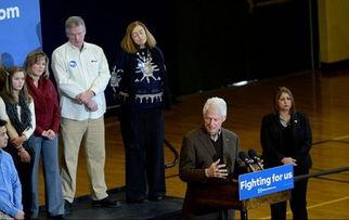 克林顿为希拉里站台拉票背后听众做鬼脸组图