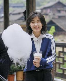 张子枫向往的生活引领时尚新穿搭,邻家妹妹舒适风休闲又可爱