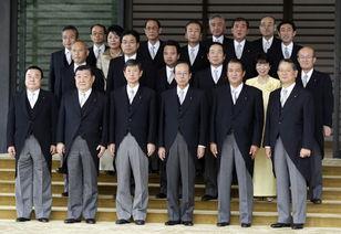 9月26日,日本首相福田康夫(前排右三)与内阁成员在东京合影.