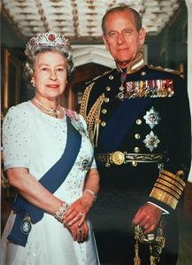 这是英国女王伊丽莎白二世与丈夫菲利普亲王