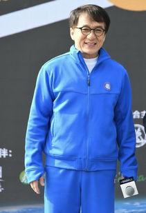 同样是60多岁,洪金宝老了,周润发老了,而63岁的他看上去像36岁