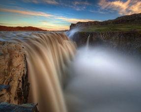 组图 走近欧洲最大瀑布 44米气势磅礴新闻频道