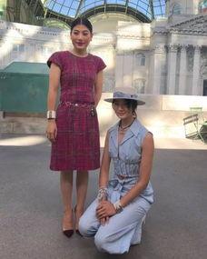 泰国公主巴黎看秀展另类视觉冲击泰星与她合影直接跪