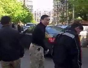 车主殴打快递员被拘剐蹭轿车快递小哥被扇耳光王卫怒了