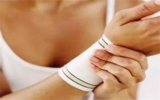 产后手腕疼 妈妈手 ,产科医生4个小tips教给你