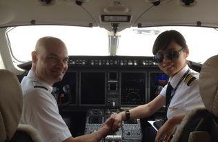 中国女飞行员英姿飒爽魅力不输空姐