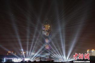 跨年夜郑州大玉米上演灯光秀辞旧迎新