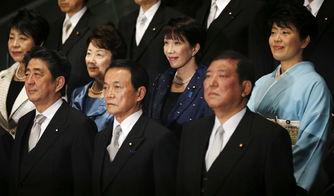 首相安倍晋三及其新一届内阁成员