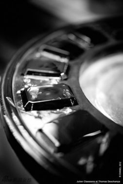 揭秘香奈儿黑色香水瓶制作过程